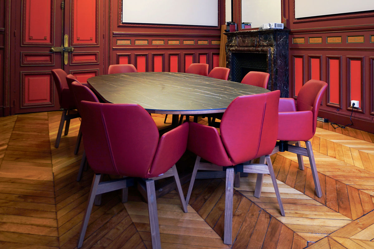 Aménagement d'espace de réunion, table bois français